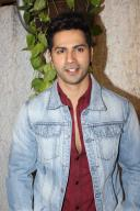 What's making Varun Dhawan Romantic? (Movie Snippets)