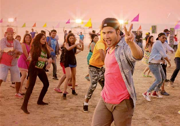 Mika, Varun Dhawan charge up youth at VFest in Goa